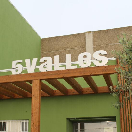 la rioja-trujal 5 valles-diseño-letras corporeas-paneles-madera-la central badiola
